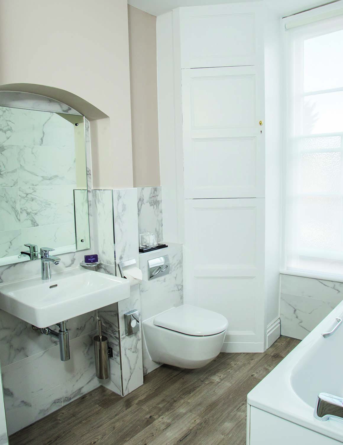 Arden House Hotel Photo Gallery bathroom
